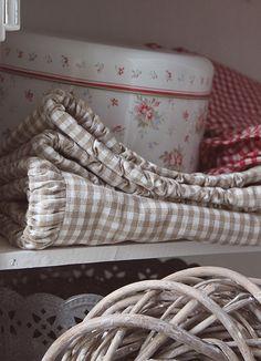 <3 a sweet linen closet ~