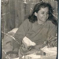 Violeta Parra en su casa, Segovia 7366. La Reina, Santiago. 1960