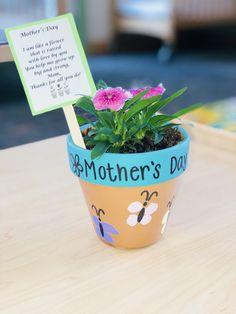 Mother's Day Art Project. Infant art. Flower pot. Fingerprints. Infant classroom. Mothers Day Crafts Preschool, Easy Mother's Day Crafts, Daycare Crafts, Classroom Crafts, Fathers Day Crafts, Baby Crafts, Toddler Crafts, Mothers Day Plants, Mothers Day Flower Pot
