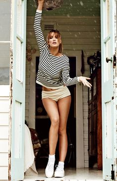 Singer Delta Goodrem shows off her toned legs ahead of her debut in Cats the musical Boho Fashion, Womens Fashion, Fashion Trends, Fashion Inspiration, Celebrity Beauty, Actor Model, Female Singers, Celebs, Celebrities