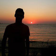 An itibariyle ;) Işığa ne gerek :) #me#sea#sun#sunset#summer#view#kuşadası#travel#visit#awesome#great#look#gorgeous#tbt#Photooftheday#fashion#black#red#colorful#sunlight