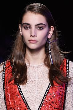 "Inspired by 90s grunge, makeup artist Lucia Pieroni for MAC gave girls radiant skin against a ""worn in for days"" eye makeup look, with kohl liner applied on the top and bottom waterlines of the eyes. The hair was side parted with flat roots and a glossy texture.   - Cosmopolitan.co.uk"