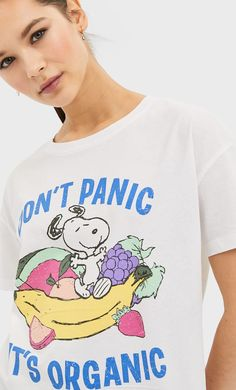 Snoopy T-shirt in Stradivarius for only 799 MKD available for a limited time. T-shirts for women always on trend, come in and find out now! Snoopy T-shirt, Peanuts Snoopy, Nightwear, T Shirts For Women, Mens Tops, Shopping, Clothes, Math, Collection