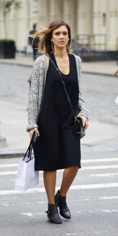 Jessica Alba en plein shopping dans le quartier de Soho à New York le 9 juin 2015