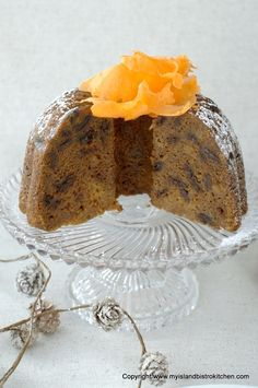 Rum-soaked raisins combine with carrots, potatoes, and spices to make a flavorful steamed carrot pudding that is perfect with brown sugar or eggnog sauce. Steamed Carrot Pudding Recipe, Pudding Recipes, Christmas Pudding, Christmas Treats, Christmas Baking, Burnt Sugar, Brown Sugar, Pudding Ingredients, Raw Potato