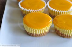Zesty South Indian Kitchen: Mango Cheesecake with Mango Glee Mango Desserts, No Bake Desserts, Dessert Recipes, Frosting Recipes, Sweet Desserts, Mango Cheesecake, Cheesecake Bites, Cheesecake Recipes, Mango Cupcakes