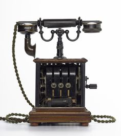 Desk telephone, a hand generating magneto unit, General Post Office no 88 pattern, also called a corporation set, c.1905.