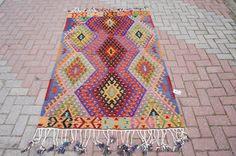 Vintage Hand Woven Turkish Kilim Rug, Bohemian Home Decor .51,5 '' x 78'' inches, 131 x 198 cm .