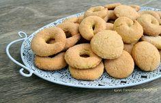 Κουλουράκια ή μπισκότα ζαχαρωτά, με ελαιόλαδο, γάλα και αυγά - cretangastronomy.gr Pastry Cake, Greek Recipes, Doughnut, Tea Time, Sweet Tooth, Cooking Recipes, Cookies, Desserts, Food