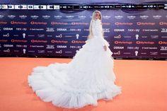 Bilal Hassani est apparu à la cérémonie d'ouverture de l'Eurovision dans une impressionnante robe blanche Bilal Hassani, Drag Queens, Pop Singers, Best Songs, Crossdressers, Voici, Stars, Celebrities, Movie Posters