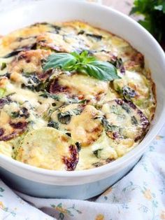 Zucchini gratin with beef Healthy Dinner Recipes, Breakfast Recipes, Detox Recipes, Food Porn, Salty Foods, No Cook Meals, Love Food, Food And Drink, Yummy Food