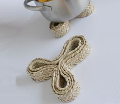 Trivets, a project using palm leaves, made in Terres de l'Ebre by Oficis Singulars