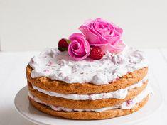 Herkullinen vegaaninen täytekakku leivotaan gluteenittomista jauhoista tai speltistä. Omenavadelmakakku makeutetaan tilkkasella vaahterasiirappia.