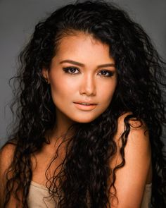 Jamila Velazquez as Marina Sandoval an American exchange student and also Sirius' last girlfriend (9th). She's placed in Ravenclaw and a two years below him.