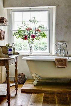 ღღ Total relaxation in this old world claw foot tub ... agree? ;-)