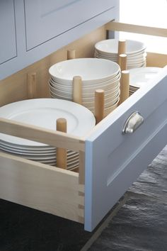 Dovetail drawers offer many benefits that regular drawers just can't match White Kitchen Decor, Shabby Chic Kitchen, Shabby Chic Homes, Shabby Chic Decor, Kitchen Ideas, Kitchen Redo, Country Kitchen, Kitchen Design, Kitchen Drawer Organization