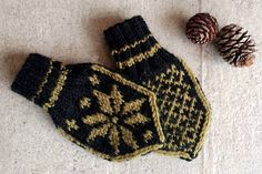 Selbuvotter til baby | Waaga.no Baby Knitting Patterns, Mittens, Wool, Barn, Knitting Patterns Baby, Baby Knitting, Fingerless Mitts, Converted Barn, Fingerless Mittens