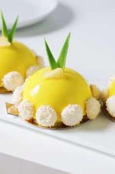 Pineapple, coconut and vanilla dome recipes, Desserts, Pineapple, coconut and vanilla dome recipes. Sweets Recipes, Fruit Recipes, Desert Recipes, Fancy Desserts, Delicious Desserts, Yummy Food, Desserts With Biscuits, Pumpkin Smoothie, British Baking