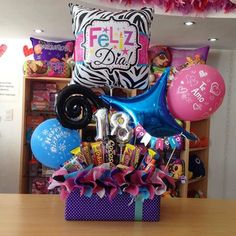 Ideas Birthday Gifts Baskets For 2019 Cat Birthday Wishes, Coworker Birthday Gifts, Birthday Candy, Happy Birthday Gifts, Birthday Diy, Birthday Parties, Alcohol Gift Baskets, Candy Gift Baskets, Birthday Gift Baskets