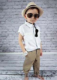"""•spodnie chłopięce • klasyczny prosty krój nogawki. Od najmodniejszych chinosów po spodnie """"na kantkę"""" jak proponuje w tym sezonie Prada. kolor: beż. Do kupienia na: mail: knocknock.fashion@gmail.com fb: https://www.facebook.com/pages/knock-knock-fashion/230430617163127?ref=hl instagram: http://instagram.com/knock_knockfashion#  #kidsfashion #modadladzieci"""