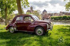 Voiture des mariés, Renault 4CV de collection. Photogaphiée à Moret-sur-loing