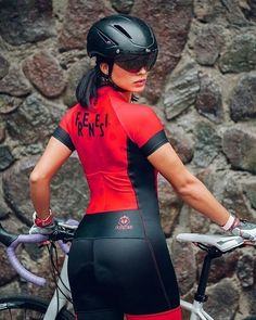 There are many different kinds and styles of mtb that you have to pick from, one of the most popular being the folding mountain bike. The folding mtb is extremely popular for a number of different … Bike Wear, Cycling Wear, Cycling Girls, Cycling Outfit, Bicycle Women, Road Bike Women, Bicycle Girl, Triathlon, Folding Mountain Bike