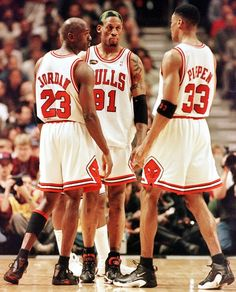 CHICAGO, UNITED STATES: Dennis Rodman of the Chicago Bulls (C) talks to teammates Michael Jordan (L) and Scottie Pippen (L) 10 June during game four of the NBA Finals against the Utah Jazz at the United Center in Chicago, IL. Rodman hit four foul shots down the stretch to lead the Bulls as they beat the Jazz 86-82 to lead the best-of-seven series 3-1. AFP PHOTO/Jeff HAYNES (Photo credit should read JEFF HAYNES/AFP/Getty Images)