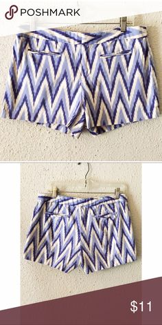 Women's Gap  stretch chevron zig zag shorts size 8 Fabulous Women's Gap stretch chevron zig zag shorts size 8. These shorts are in great condition. No tears, holes or stains. Contact with questions. GAP Shorts