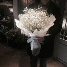 Single Flower Bouquet, Beautiful Bouquet Of Flowers, Beautiful Flowers, Gift Bouquet, Hand Bouquet, Flower Packaging, Flower Aesthetic, Arte Floral, Gras