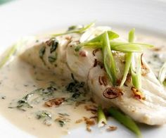 Nice Minus rice and sugar! Dinner – Coconut-poached fish with spinach The post Minus rice and sugar! Dinner – Coconut-poached fish with spinach… appeared first on Recipes 2019 . Fish Dishes, Seafood Dishes, Seafood Recipes, Vegetarian Recipes, Cooking Recipes, Healthy Recipes, Halibut Recipes, Cooking Pork, Poached Fish Recipes