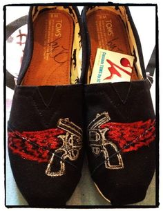 Miranda Lambert tatoo Custom Toms by CustomTOMSbyJC on Etsy, $95.00....oh my! I must have these!!