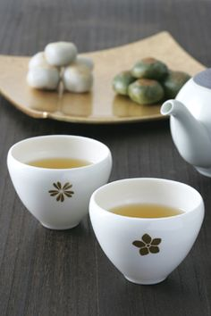 Japan Tea set. Simple and elegant. Love my moments with green tea.  #greentea #Japantea #mochi