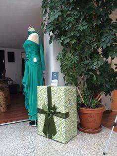Die Brautkleidbox im Design LEMONS finden Sie bei Brautmoden Schodrok in Bochum.  www.boxboutique.de www.schodrok-bochum.de #Brautkleidbox #BoxBoutique #WeddingDressBox