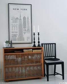 new york juliste,astiakaappi,tuoli,lasikaappi,vitriini,sisustustaulu,kynttilänjalka Inside A House, Cool Ideas, Nordic Style, Decorating Your Home, Interior Inspiration, Living Spaces, Sweet Home, House Design, Interior Design