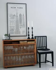 new york juliste,astiakaappi,tuoli,lasikaappi,vitriini,sisustustaulu,kynttilänjalka