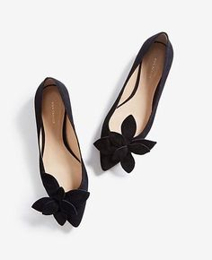 Shop Ann Taylor for effortless style and everyday elegance. Our Rena Suede Flower Flats is the perfect piece to add to your closet. Fancy Shoes, Pretty Shoes, Beautiful Shoes, Cute Shoes, Me Too Shoes, Zapatos Shoes, Shoes Sandals, Fashion Heels, Shoe Collection