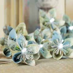 GUIRLANDE lumineuse de FLEURS en papier   TUTORIEL Diy Fleur Papier, Papier Diy, Easy Diy Crafts, Crafts To Make, Fleurs Diy, Home Made Soap, Cool Diy Projects, Cool Gifts, Diy Tutorial