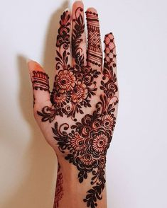 51 Fascinating Karwa Chauth Mehndi Designs For Newlywed Brides - Tattoo MAG Henna Hand Designs, Dulhan Mehndi Designs, Mehandi Designs, Mehndi Designs Finger, Palm Mehndi Design, Modern Henna Designs, Indian Henna Designs, Latest Arabic Mehndi Designs, Latest Bridal Mehndi Designs