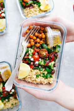 Meal Prepping is a godsend for both your wallet and your waistline. Planning your meals ahead helps to ensure you don't waste food or eat a lot of fat and sugar. When I don't meal prep, I am much more inclined to order a pizza … Budget Meal Prep, Easy Meal Prep, Healthy Meal Prep, Healthy Snacks, Easy Meals, Healthy Eating, Healthy Recipes, Healthy Dinners, Diet Recipes