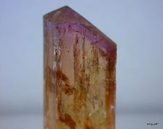 Jason BarrettMineralienmagazin Lapis  16 janvier     My 69ct bi-color topaz from Ouro Preto Vermillion mine