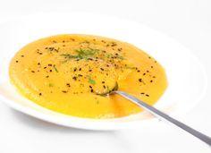 - Man blir blid av å spise denne pastinakk-suppen. Thai Red Curry, Cantaloupe, Good Food, Dinner Recipes, Soup, Vegetarian, Vegan, Fruit, Cooking