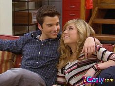 Seddie: Freddie Benson and Sam Puckett from iCarly Icarly Sam And Freddie, Icarly Bedroom, Movies Showing, Movies And Tv Shows, Jenette Mccurdy, Icarly And Victorious, Nathan Kress, Jack Frost And Elsa, Nickelodeon Shows