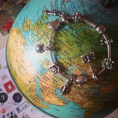 Pandora ,,around the world,, bracelet