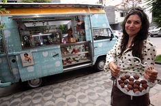Photo: Lucas Prates/Hoje em Dia, License: Lucas Prates/Hoje em Dia Food Trucks, Kombi Food Truck, Vw T1, Ideas Para, Camper, 3d, Cream, Candy Cart, Make And Sell