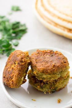 Easy Vegan Falafel using canned chickpeas. Baked or Pan Fried options! Vegetarian Meal Prep, Vegetarian Options, Vegetarian Recipes, Healthy Recipes, Vegan Falafel Recipe, Vegan Tzatziki, Whole Food Recipes, Cooking Recipes, Plant Based Eating