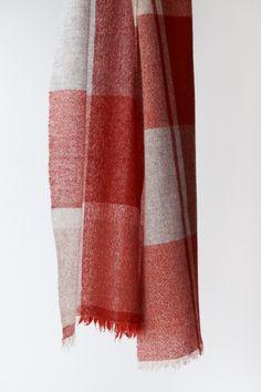 カシミヤガーゼのマフラー Woven Scarves, Spinning, Hand Weaving, Bucket, Textiles, Weaving, Gingham, Fabrics, Hand Spinning