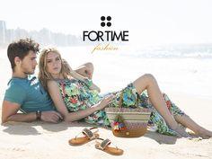 Capazo multicolor con flecos y sandalias con abalorio de FOR TIME