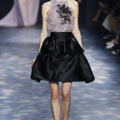 Vimos Chanel, Dior, Versace... Mas ai vem Elie Saab, lá de Beirut, para mostrar, em Paris, o que se espera de um desfile de Alta-Costura. ...
