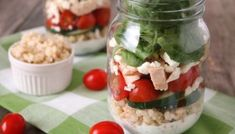 Get your skinny on with this amazing Greek salad in a jar recipe! Make lunch meal prep easy with Mason Jars and Greek Salads. Greek Grilled Chicken, Chicken Pita, Lunch Meal Prep, Easy Meal Prep, Grilling Recipes, Lunch Recipes, Caramelized Onions And Mushrooms, Greek Salad Recipes, Salad In A Jar