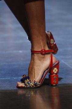 Dolce & Gabbana Prêt à Porter Primavera/Verano 2016 Fab Shoes, Crazy Shoes, Me Too Shoes, Shoes Heels, Dolce & Gabbana, Shoe Boots, Shoe Bag, Pumps, Beautiful Shoes